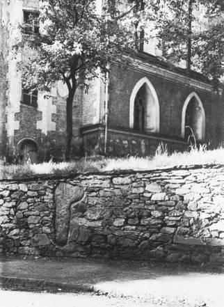 kirchhofsmauermitsteinkreuz1926.jpg